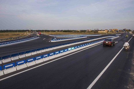 Nhiều dự án mở rộng quốc lộ 1A được đưa vào sử dụng - ảnh 1