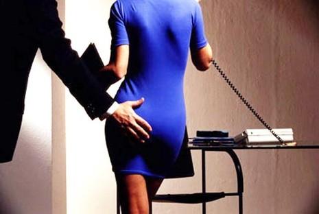 Điểm mặt chiêu trò quấy rối tình dục nơi công sở (P2) - ảnh 3