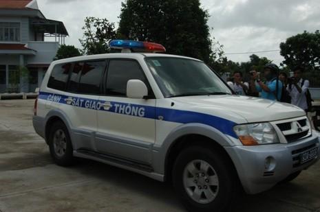 Di lý nghi can thảm sát Bình Phước khỏi UBND xã Nhị Bình - ảnh 2
