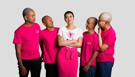 Cạo đầu để chia sẻ với bệnh nhân ung thư vú - ảnh 2
