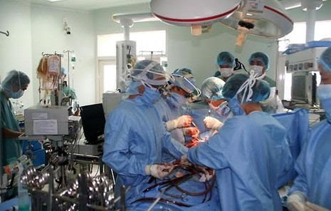 Bệnh nhân được thay khối tim phổi từ người chết não hiến tặng đã tử vong - ảnh 1