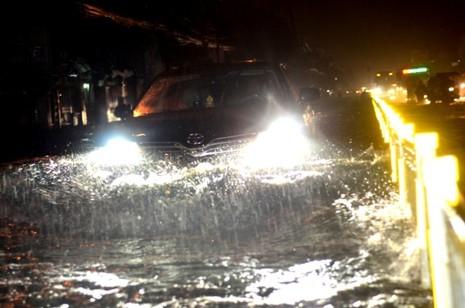 Sài Gòn lại ngập nặng sau cơn mưa lớn - ảnh 3