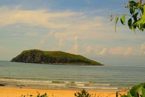 Quảng Bình đầu tư khu du lịch ven biển Vũng Chùa-Đảo Yến - ảnh 1