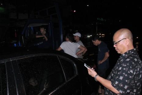 Sài Gòn ngập nặng, ô tô chết máy, hàng loạt xe cứu hộ quá tải - ảnh 1