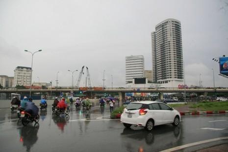 Hà Nội: Người dân đổ ra đường từ sáng sớm vì sợ kẹt xe - ảnh 2