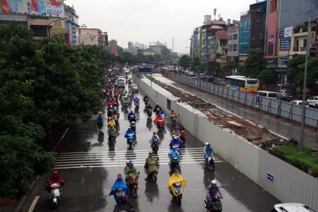 Hà Nội: Người dân đổ ra đường từ sáng sớm vì sợ kẹt xe - ảnh 4