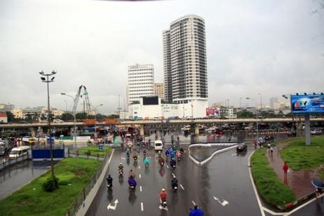 Hà Nội: Người dân đổ ra đường từ sáng sớm vì sợ kẹt xe - ảnh 5