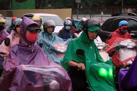 Hà Nội: Người dân đổ ra đường từ sáng sớm vì sợ kẹt xe - ảnh 6