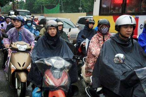 Hà Nội: Người dân đổ ra đường từ sáng sớm vì sợ kẹt xe - ảnh 1