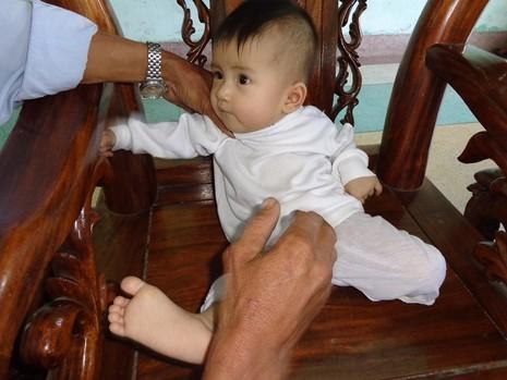 Lại một em bé bị bỏ rơi thương tâm - ảnh 1
