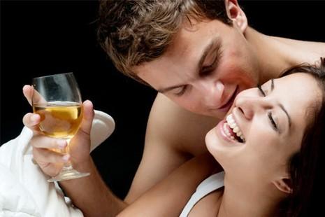 3 cách uống bia hỗ trợ chuyện 'yêu' - ảnh 2