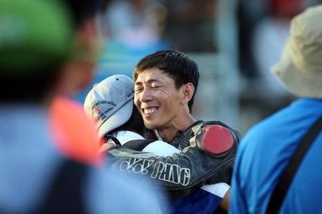 Nguyễn Viết Linh vô địch vòng 4 giải Suzuki Raider R150 - ảnh 2