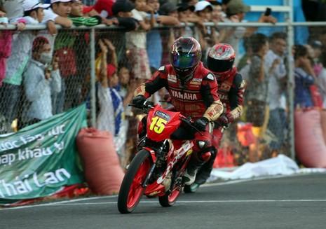 Nguyễn Viết Linh vô địch vòng 4 giải Suzuki Raider R150 - ảnh 3