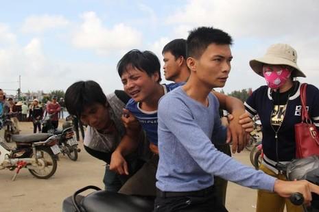 Đau đớn đón thi thể thuyền viên bị bắn ở Trường Sa về đất liền - ảnh 5