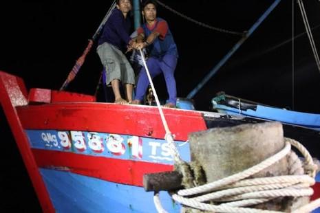 Đau đớn đón thi thể thuyền viên bị bắn ở Trường Sa về đất liền - ảnh 1