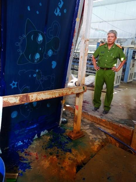 Bắt công ty xả nước thải đủ màu ra kênh Thầy Cai - ảnh 2
