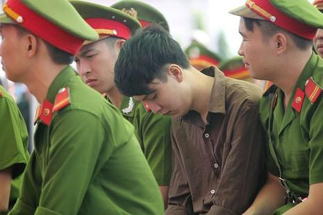 Xử vụ thảm sát Bình Phước: Dương, Tiến lãnh án tử, Thoại 16 năm tù  - ảnh 20
