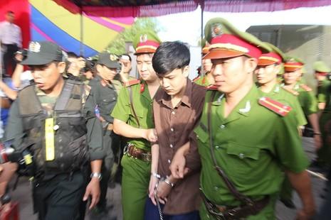 Xử vụ thảm sát Bình Phước: Dương, Tiến lãnh án tử, Thoại 16 năm tù  - ảnh 35