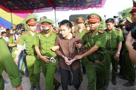 Xử vụ thảm sát Bình Phước: Dương, Tiến lãnh án tử, Thoại 16 năm tù  - ảnh 37