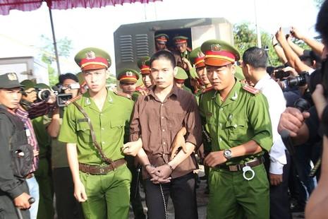 Xử vụ thảm sát Bình Phước: Dương, Tiến lãnh án tử, Thoại 16 năm tù  - ảnh 36