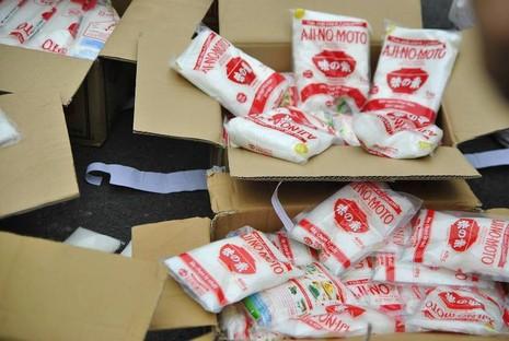 Bắt khẩn cấp đối tượng sản xuất bọt ngọt, bột giặt giả - ảnh 1