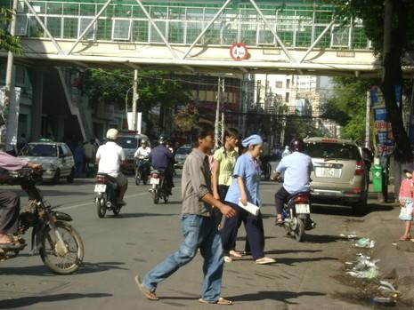 Thêm một cầu bộ hành nối hai bên bệnh viện - ảnh 4