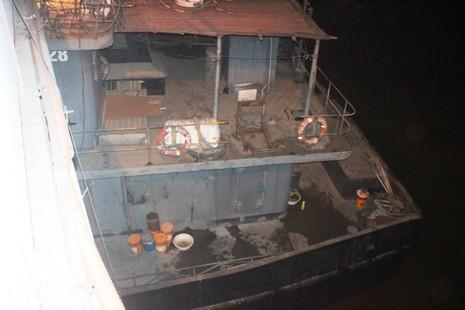 Tàu thủy đâm biến dạng cầu An Thái - ảnh 3