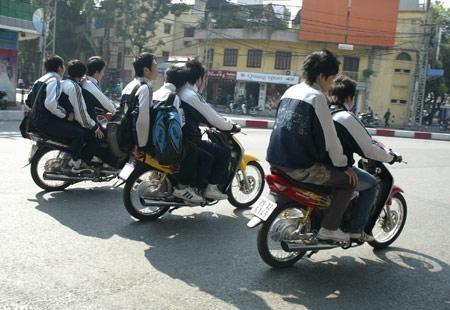 Sửa văn bản đình chỉ học một tuần vì vi phạm luật giao thông - ảnh 1