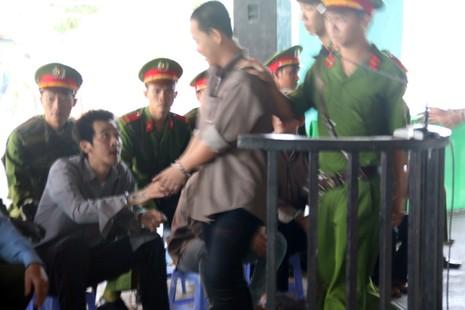 'Trùm giang hồ' giết hai người ở Phú Quốc cười trong phiên tòa - ảnh 4