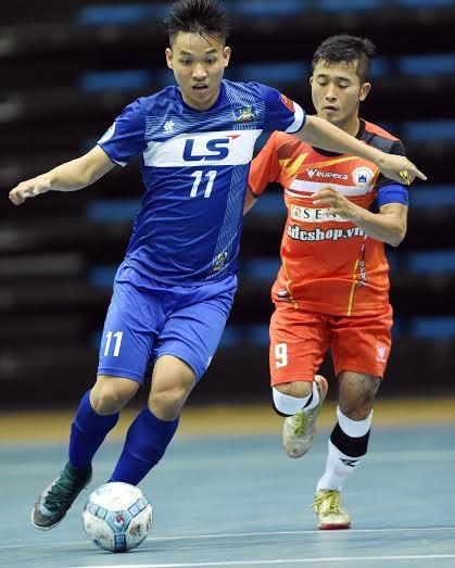 Cầu thủ dốc sức lấy điểm ở Giải Vô địch Futsal toàn quốc - ảnh 1