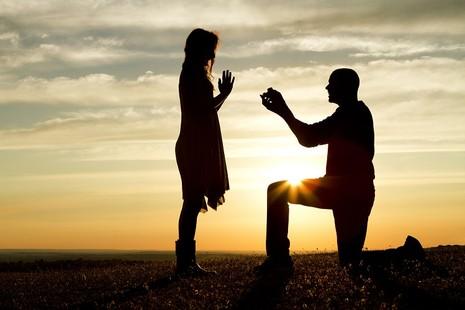 11 dấu hiệu chứng tỏ chàng sắp cầu hôn - ảnh 1
