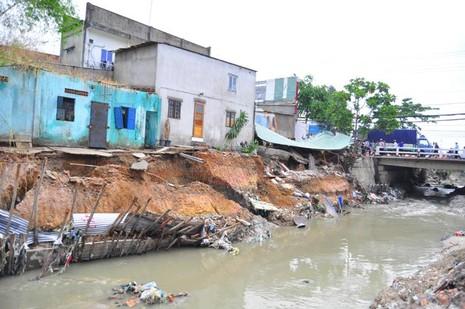 Đồng Nai kiểm tra cầu gần khu vực nhà dân bị nước cuốn trôi - ảnh 1