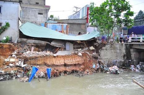 Đồng Nai kiểm tra cầu gần khu vực nhà dân bị nước cuốn trôi - ảnh 2