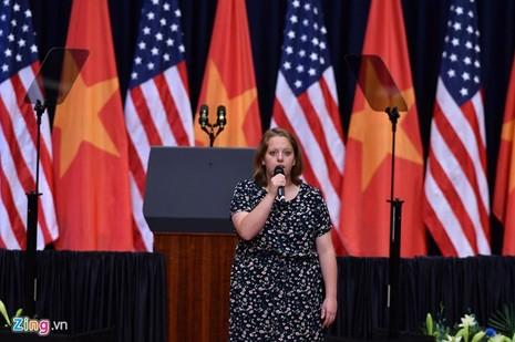 Ca sĩ Mỹ Linh hát Quốc ca trước Tổng thống Mỹ - ảnh 2