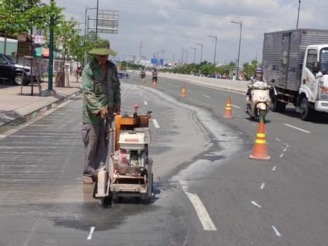 Chuyên gia phân tích những vết nứt 'lạ' trên đường Phạm Văn Đồng - ảnh 4