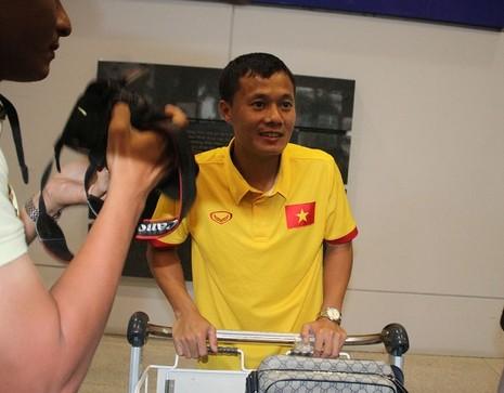 Hơn 10 CĐV đón đội tuyển Việt Nam - ảnh 3