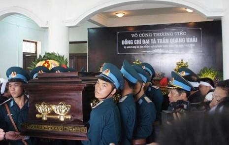 Lễ truy điệu Đại tá phi công Su-30 Trần Quang Khải: Đưa Anh về đất mẹ - ảnh 11