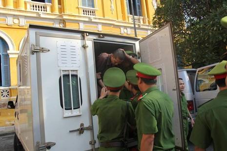 Thảm sát Bình Phước: 'Đọc bản án, không thể tha thứ cho một bị cáo nào' - ảnh 2
