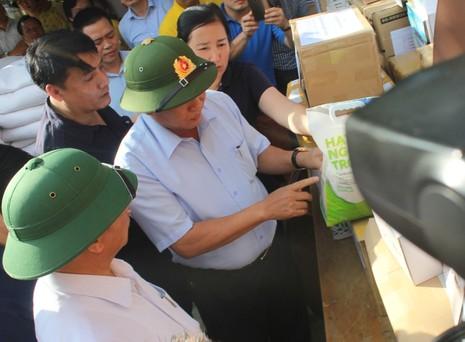 Bộ Thông tin-Truyền thông trao quà cứu trợ tại Hà Tĩnh - ảnh 2