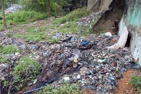 Nhà máy xử lý rác trở thành... bãi rác - ảnh 4
