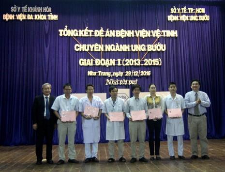 BV Khánh Hòa tiếp nhận 10 gói kỹ thuật điều trị ung thư - ảnh 1