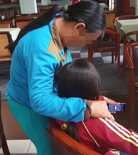Một bé gái bị xâm hại tình dục nghiêm trọng - ảnh 1