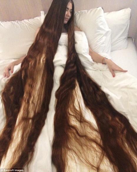 Cô gái có mái tóc dài hơn 2m - ảnh 1