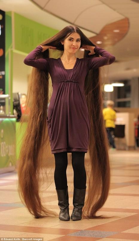 Cô gái có mái tóc dài hơn 2m - ảnh 2