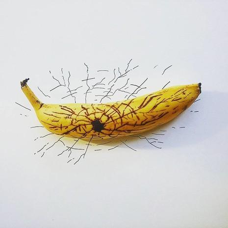 Những bức tranh minh họa hài hước được vẽ từ chuối - ảnh 15