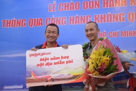 Sân bay Tân Sơn Nhất đón hành khách thứ 25 triệu - ảnh 2