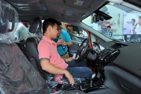 Người Việt mua ô tô tăng cao 'chóng mặt' - ảnh 1
