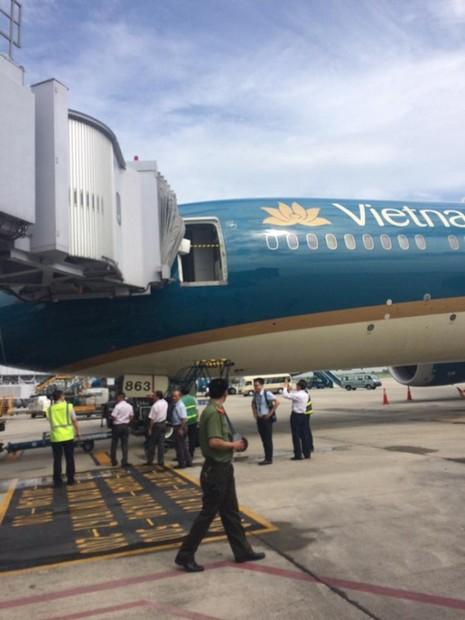 'Giấc mơ bay' của Vietnam Airlines gặp sự cố ở Nội Bài - ảnh 1
