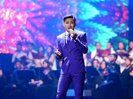 Liveshow Việt Anh và lưng chừng xúc cảm - ảnh 6