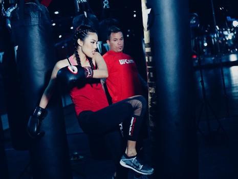 Lan Khuê 'đấu' võ với vô địch MMA - ảnh 3